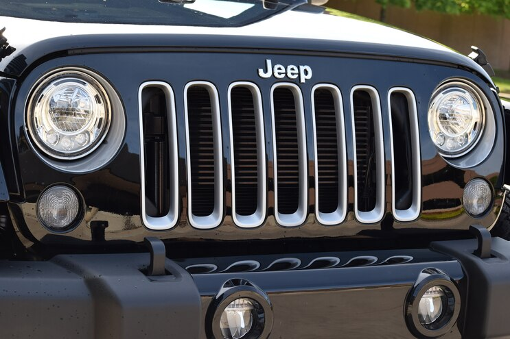 Jeep Wrangler Adds LED Headlights to Options List