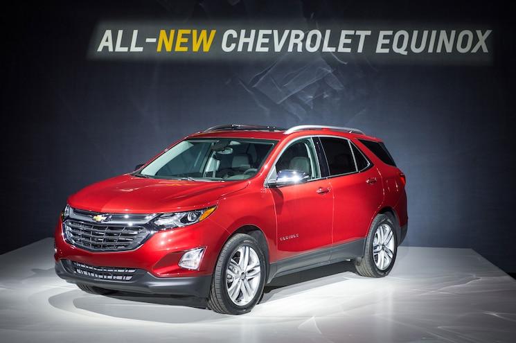 2018 Chevrolet Equinox Reveal Front Three Quarter 02