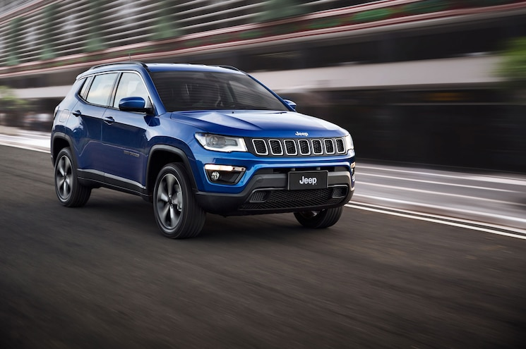 2018 Jeep Compass Latitude Exterior Front Three Quarter In Motion 05