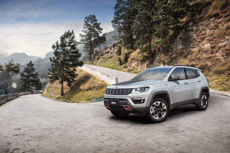 2018 Jeep Compass Trailhawk Exterior Front Three Quarter In Motion 03