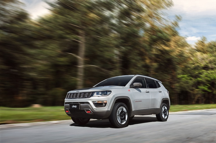 2018 Jeep Compass Trailhawk Exterior Front Three Quarter In Motion 06