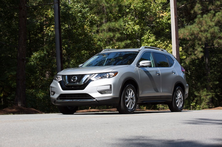 2017 Nissan Rogue Sv Front Three Quarter In Motion 01