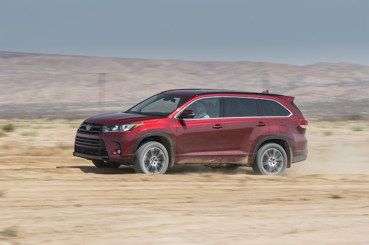 2017 Toyota Highlander SE AWD Side In Motion