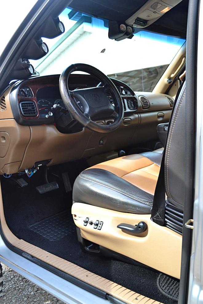 016 2001 Dodge INTERIOR