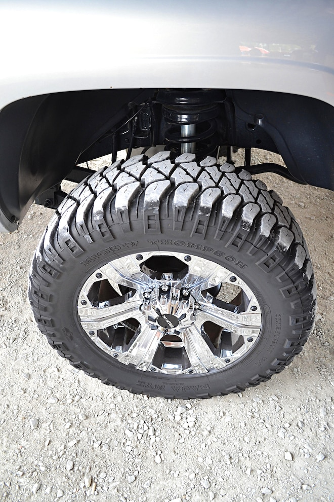 017 2001 Dodge WHEELS AND TIRES