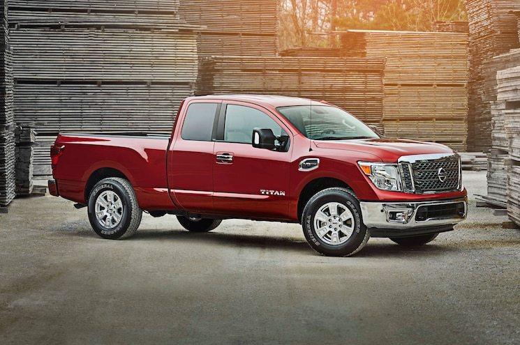 2017 Nissan Titan King Cab Right Front Angle