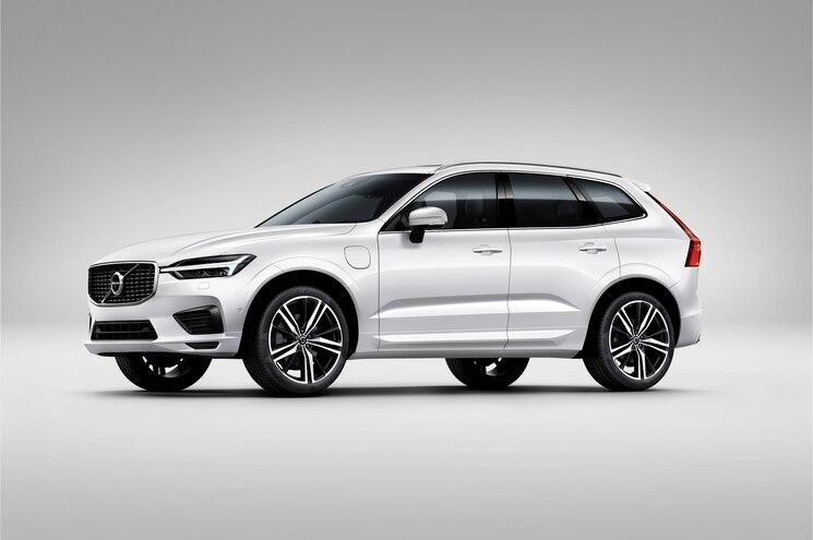 2018 Volvo Xc60 R Design Exterior Front Quarter 02