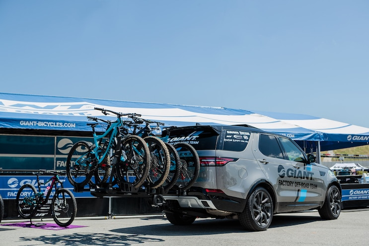 Giant Teams Up With Land Rover Bikes On