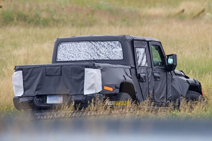 2019 Jeep Wrangler Pickup Rear Three Quarter Far