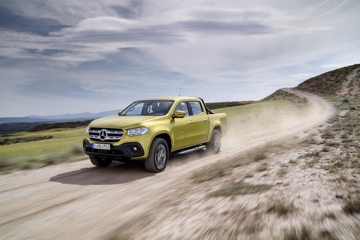 2018 Mercedes Benz X Class Front Three Quarter In Motion 01