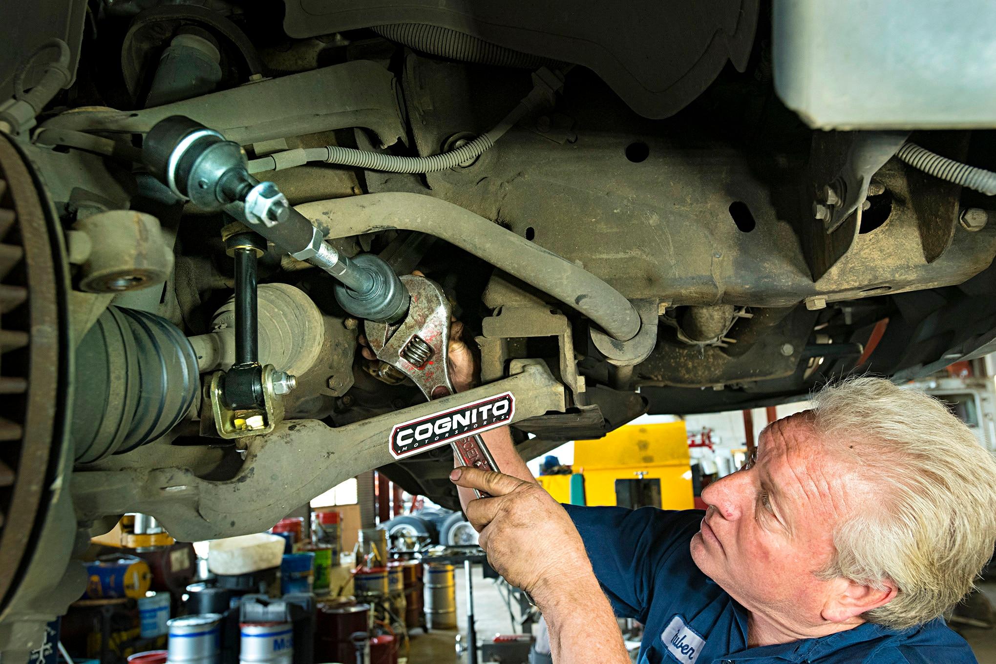 Upper Lower Ball Joint Tierod Kit 01 02 03 04 05 06 Sierra Silverado 1500HD 4WD