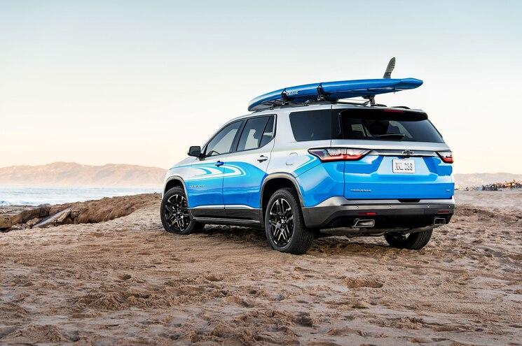 2018 Chevrolet Traverse SUP Rear Quarter 01