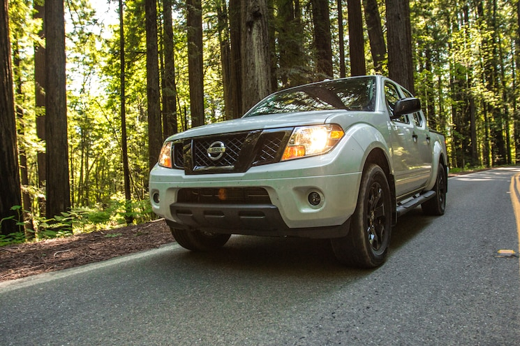 2019 Nissan Frontier Crew Cab Midnight Edition Front Quarter