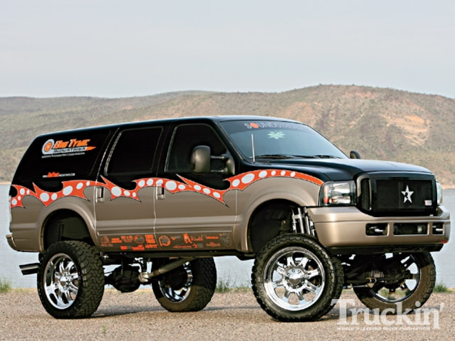 ford Excursion right Side Angle