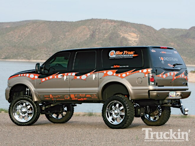 ford Excursion left Side Angle