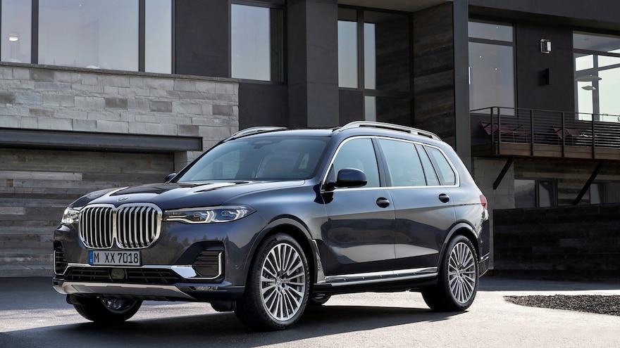 2019 BMW X7 Front Three Quarter View