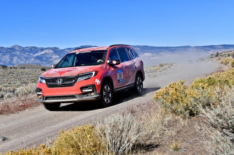2019 Honda Pilot Rebelle Rally Front Quarter 01