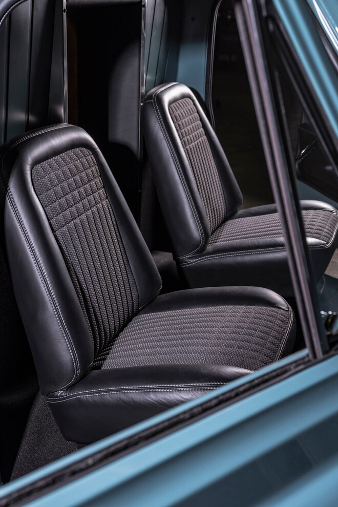 1972 Franklin Camper Chevrolet C30 Front Seats