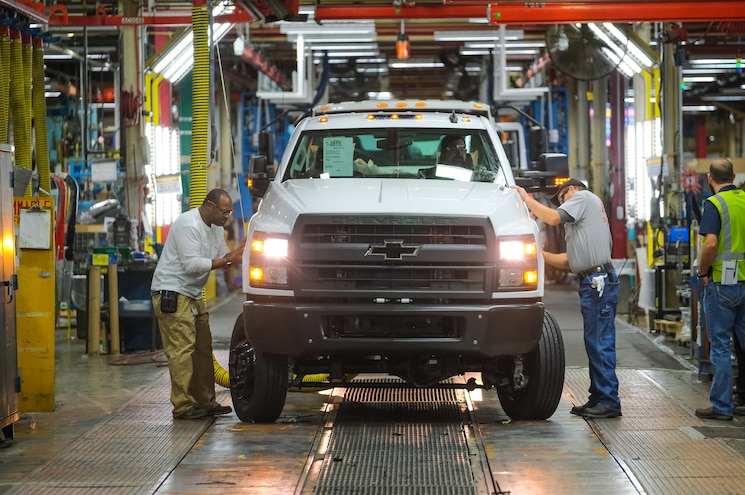Medium-Duty 2019 Chevrolet Silverado 4500HD, 5500HD, and 6500HD Ship to Dealers