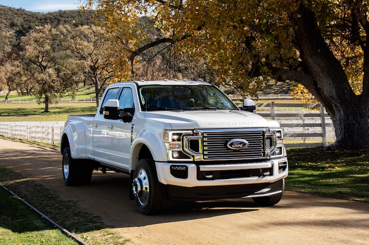 2020 Ford F 450 Super Duty Limited Exterior Front Quarter 01