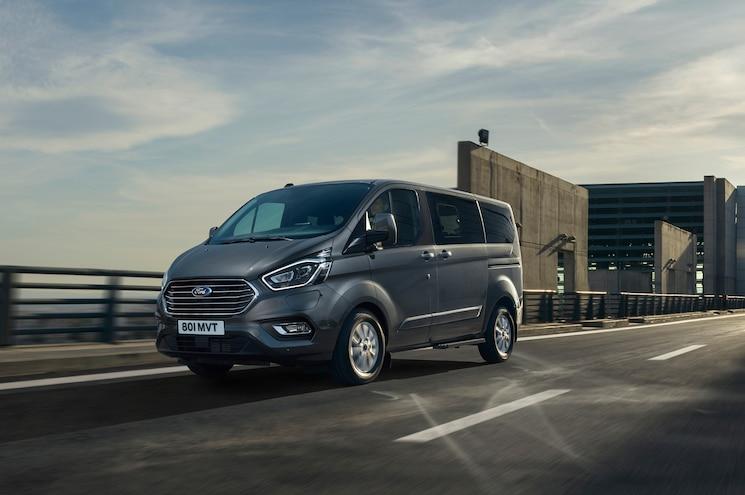 2019 Ford Tourneo Custom Phev Exterior Front Quarter 01