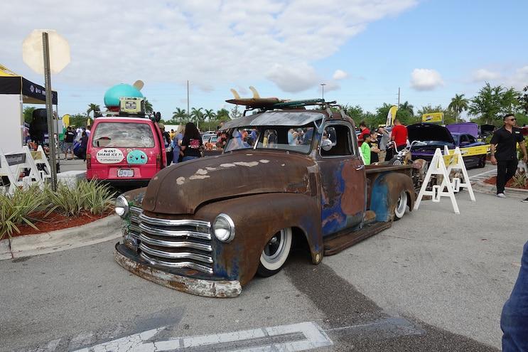 Hwmia Rusted Truck