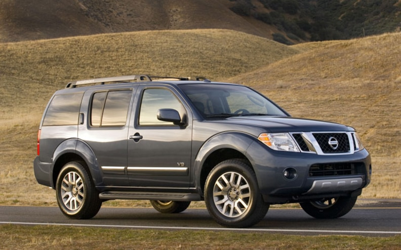 2010 Nissan Pathfinder passenger Side View