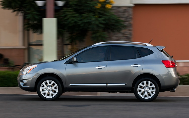 07 2011 Nissan Rogue Side View