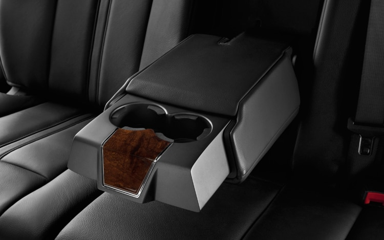 2011 Lincoln MKT Town Car Rear Seat Cupholders