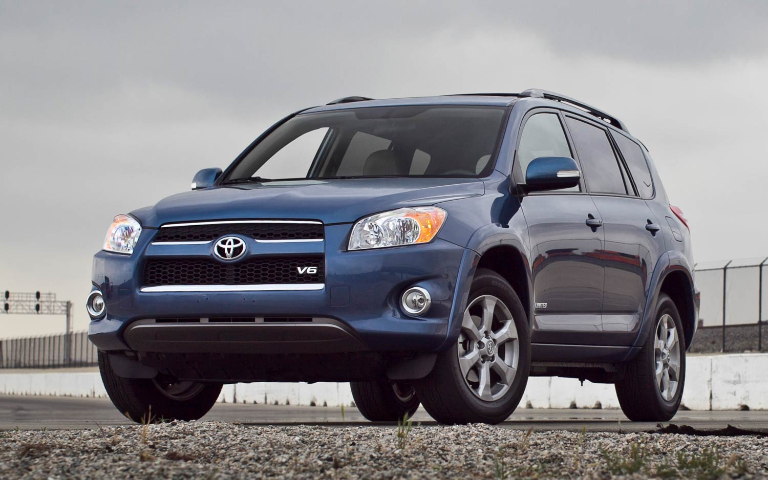 2011 Toyota Rav4 Limited V 6 Front Three Quarters