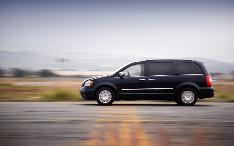 2011 Chrysler Town And Country Touring Side In Motion