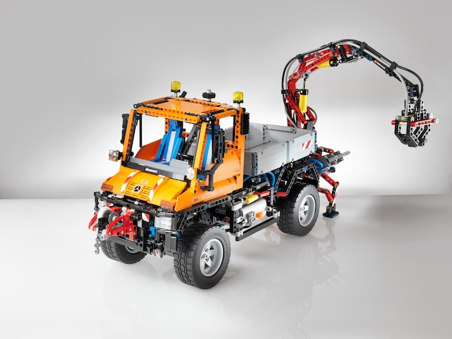Mercedes-Benz Unimog Celebrates 60th Anniversary with Largest Lego Technic Ever