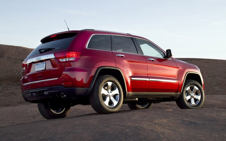 How Much Does It Cost To Lift A Jeep >> 2011 Jeep Grand Cherokee First Drive - Motor Trend