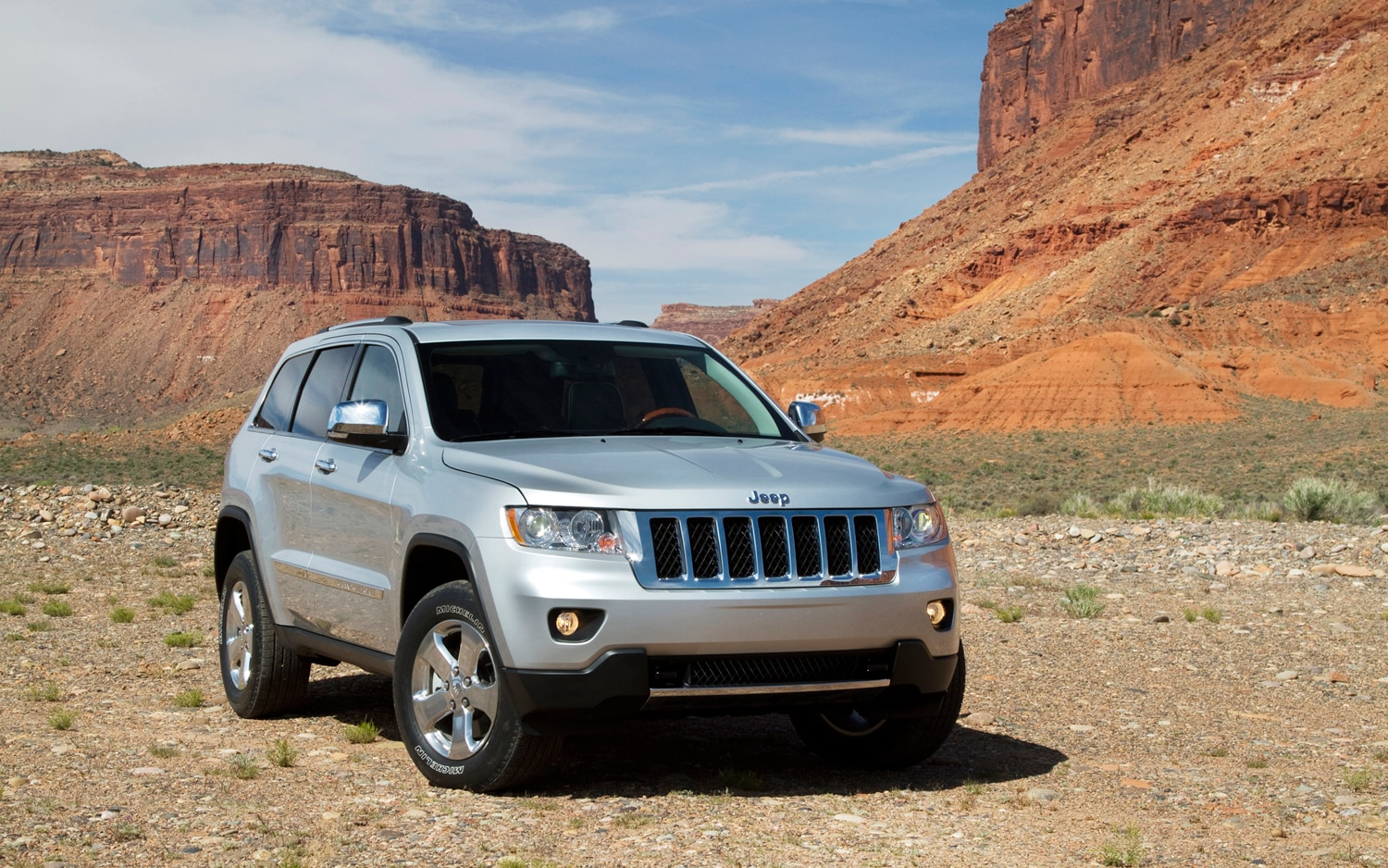 Nhtsa Opens Investigation Into Jeep Grand Cherokee Ram 1500 Photo Image Gallery