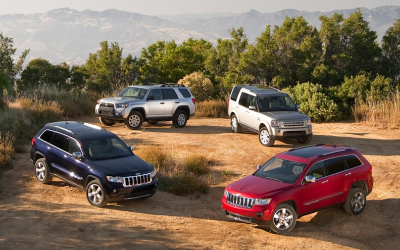 Jeep Grand Cherokee Vs Toyota 4runner >> 2011 Jeep Grand Cherokee V8 Vs 2010 Land Rover Lr4 V8 Vs