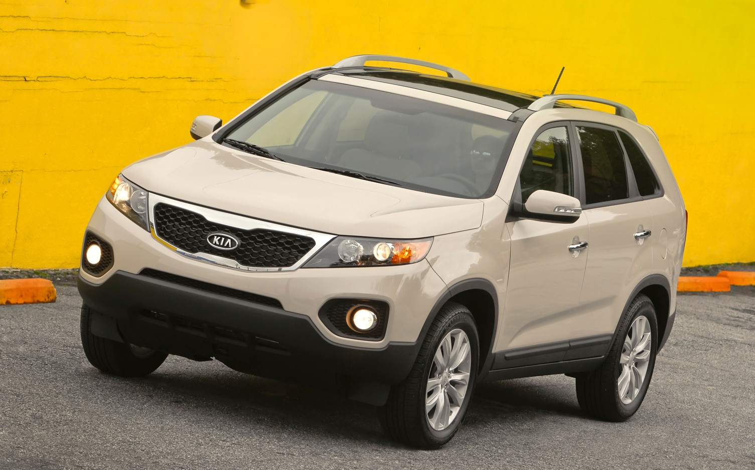 2012 Kia Sorento Front Left Side View