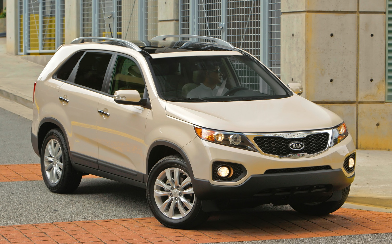 2012 Kia Sorento Front Right Side View 4