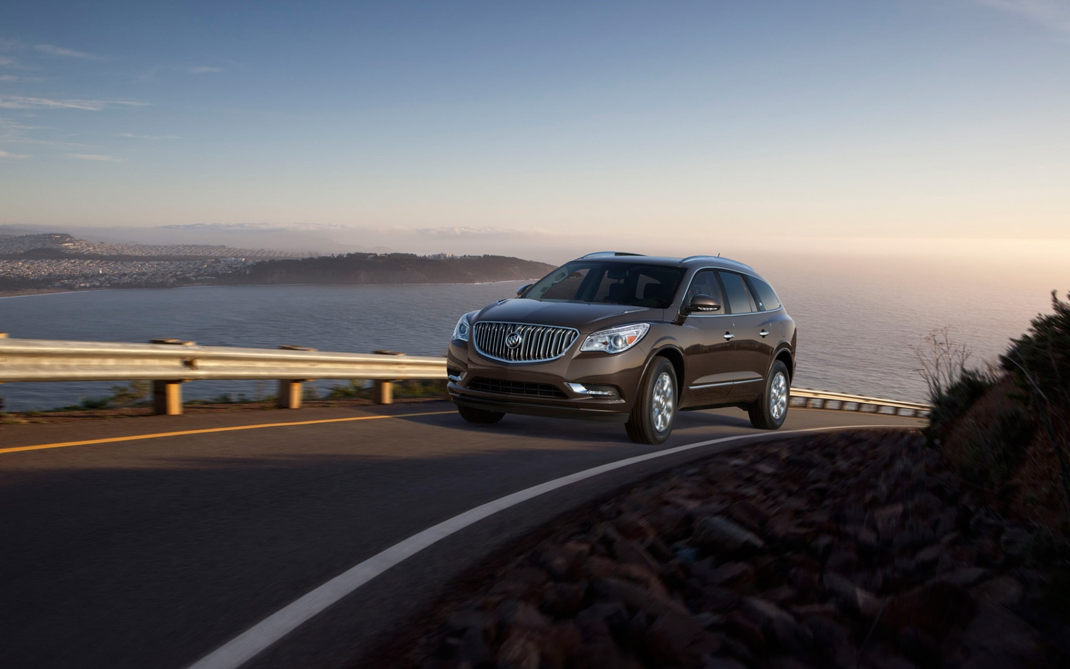 2013 Buick Enclave Front Three Quarter 2
