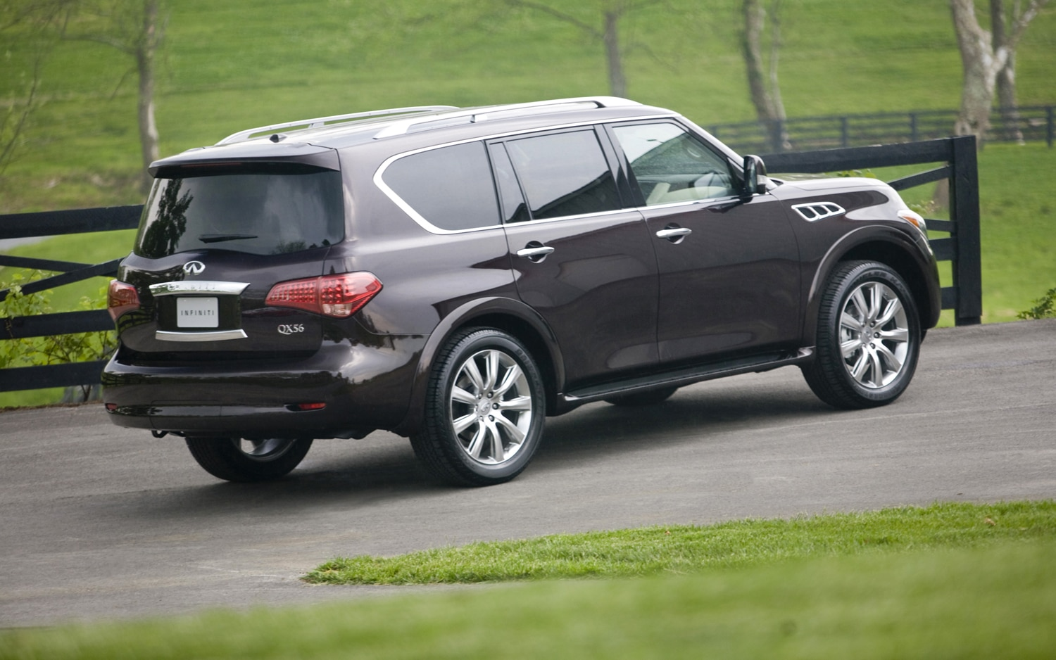 2012 Infiniti QX56 4WD Rear Right Side View