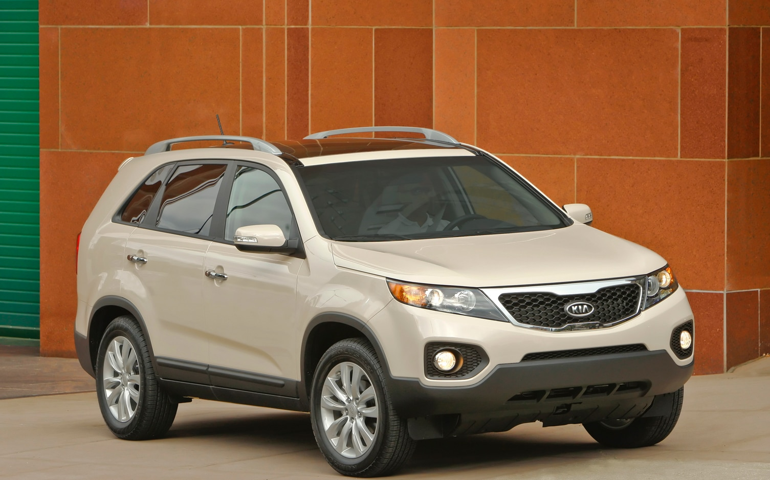 2012 Kia Sorento Front Right Side View 2