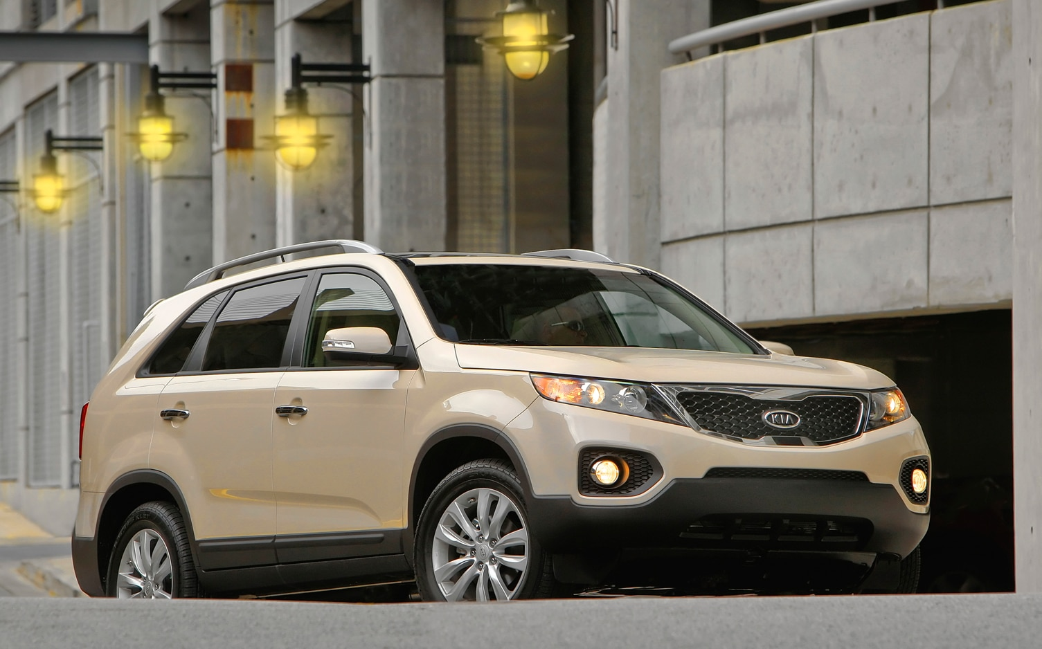 2012 Kia Sorento Front Right Side View 3