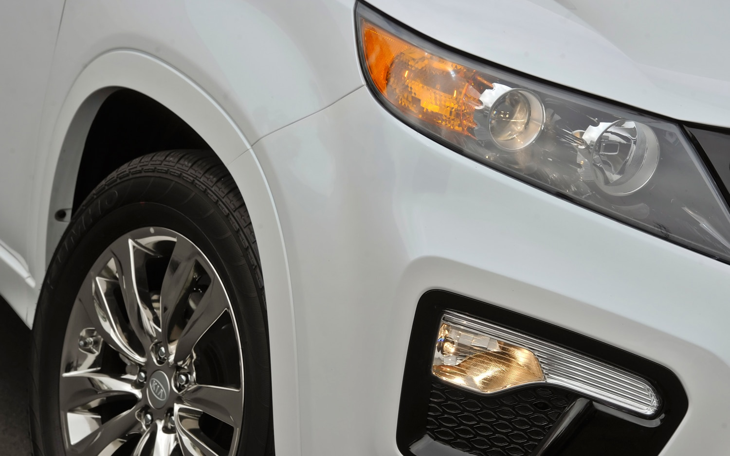 2012 Kia Sorento Headlight