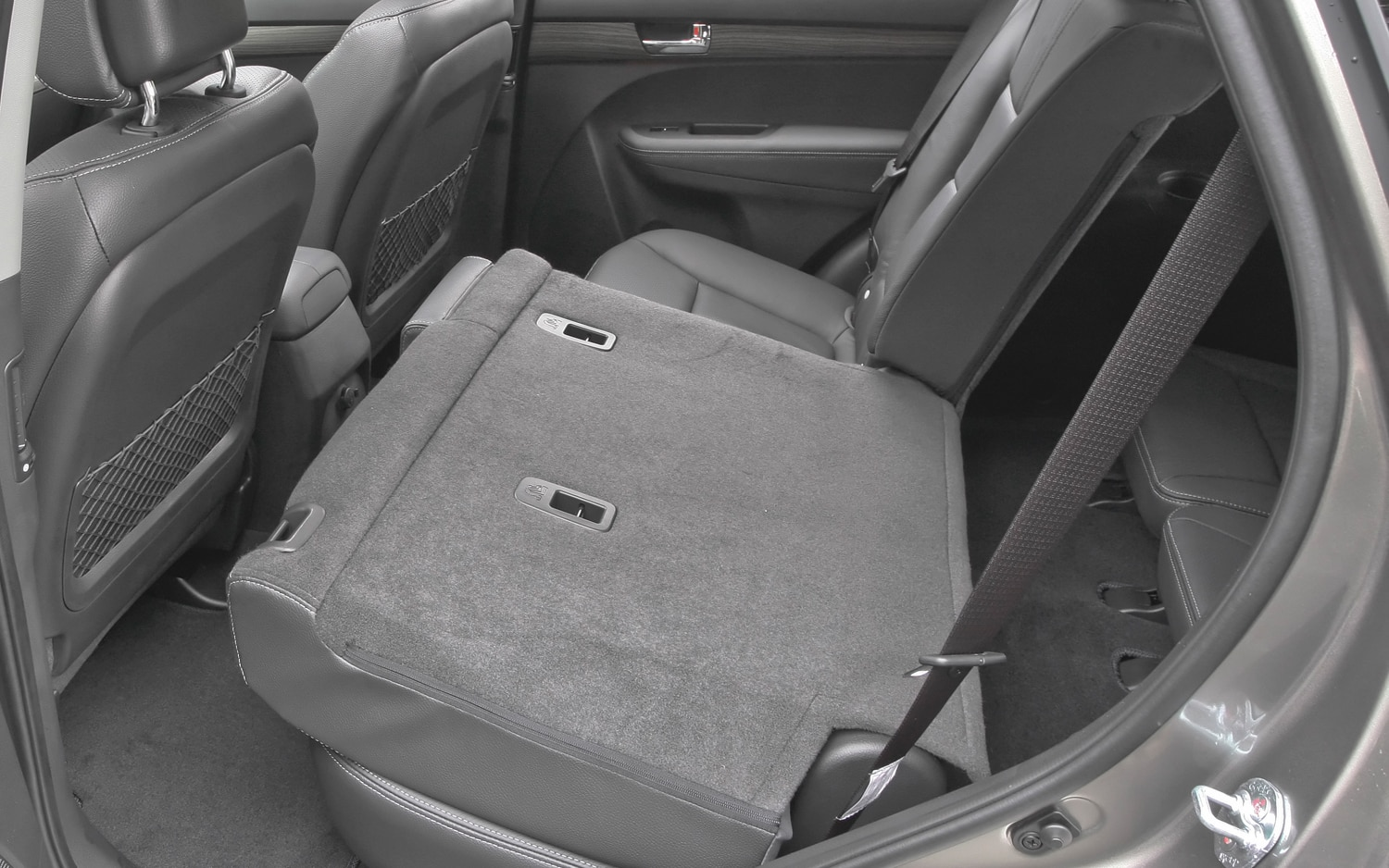 2012 Kia Sorento Rear Seats Folded 2