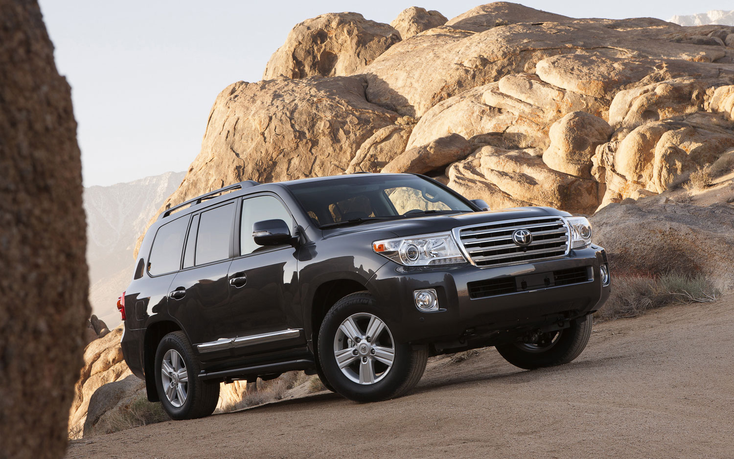 2013 Toyota Land Cruiser Right Front Angle