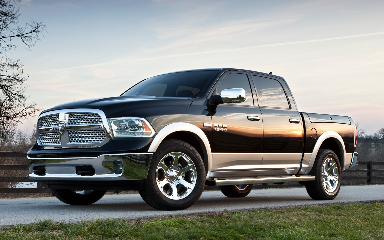 2013 Ram 1500 Front Three Quarter 01