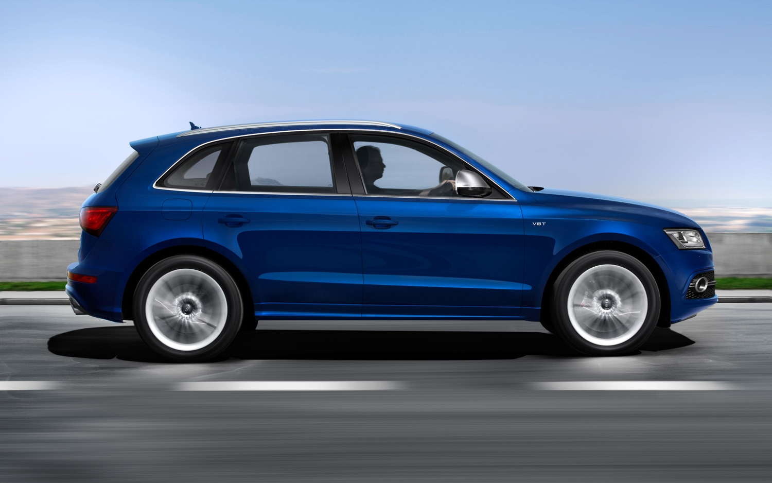 2013 Audi Q5 Side In Motion