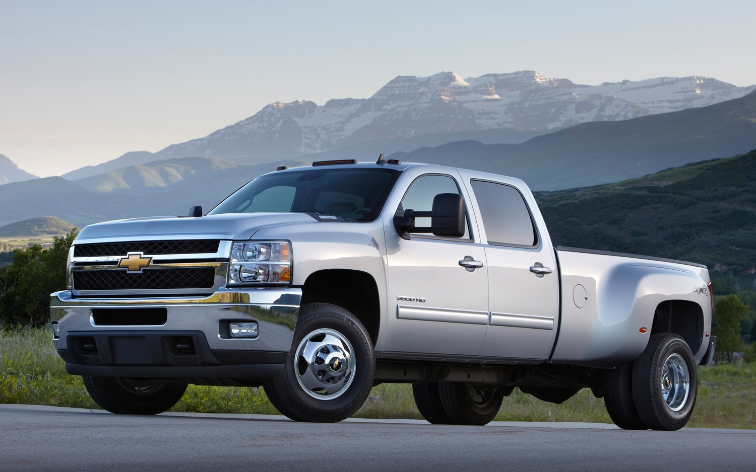 2013 Chevrolet Silverado HD Front Three Quarters