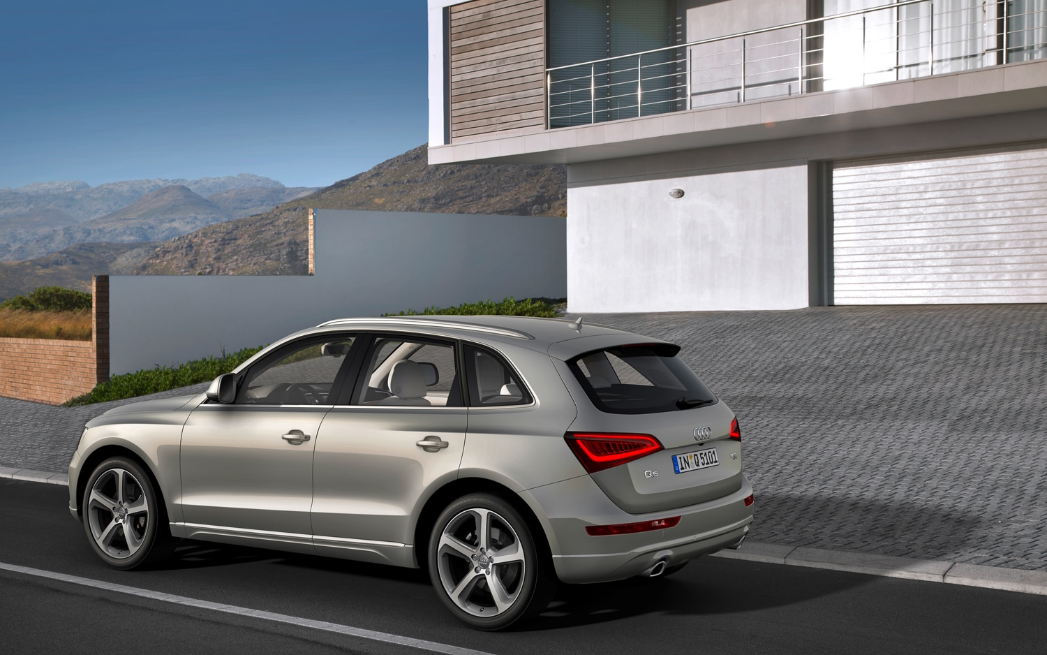 2013 Audi Q5 Rear Three Quarters