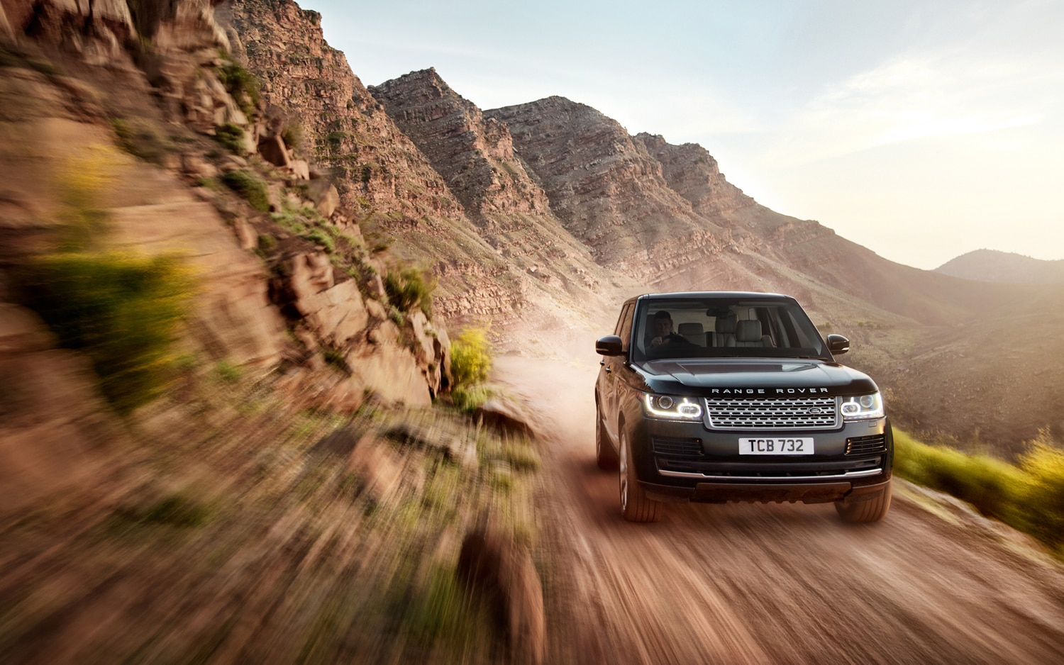 2013 Land Rover Range Rover Front End In Motion 2