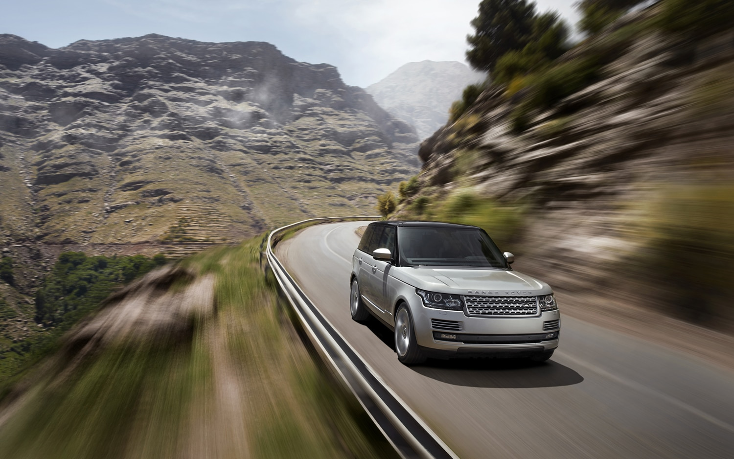2013 Land Rover Range Rover Front End In Motion 3